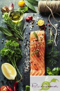 36257828-heerlijke-portie-verse-zalmfilet-met-aromatische-kruiden-specerijen-en-groenten-gezonde-voeding-die