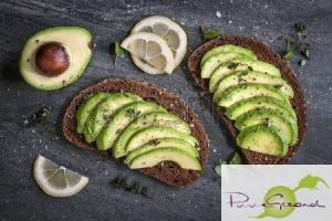 39940722-avocado-sandwich-op-donkere-rogge-brood-gemaakt-met-vers-gesneden-avocado-s-van-boven