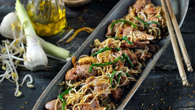 Noedels met kippendijfilet , zeekraal en shiitake