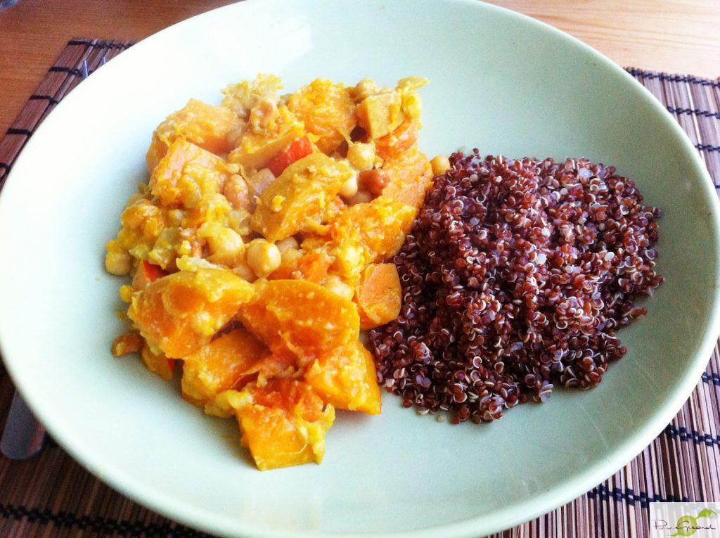 Oranje curry met banaan en rode quinoa