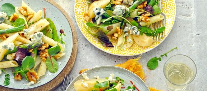 Pastasalade met peer, gorgonzola en walnoten