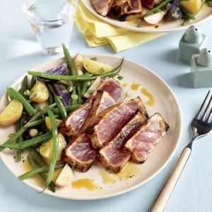 Tonijn steak gemarineerd in mosterd en maple - siroop