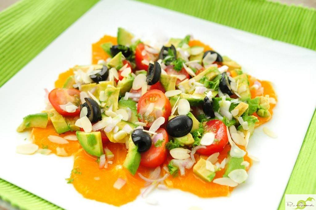 Avocadosalade met sinaasappel en tomaat
