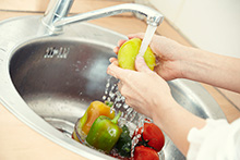 pic-washing-fruit