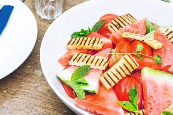 Tomatensalade met haloumi en watermeloen