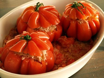 Tomaat-farci met rijke tomatensaus
