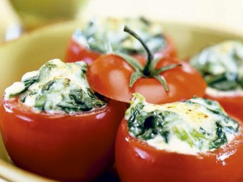 Tomaten gevuld met spinazie