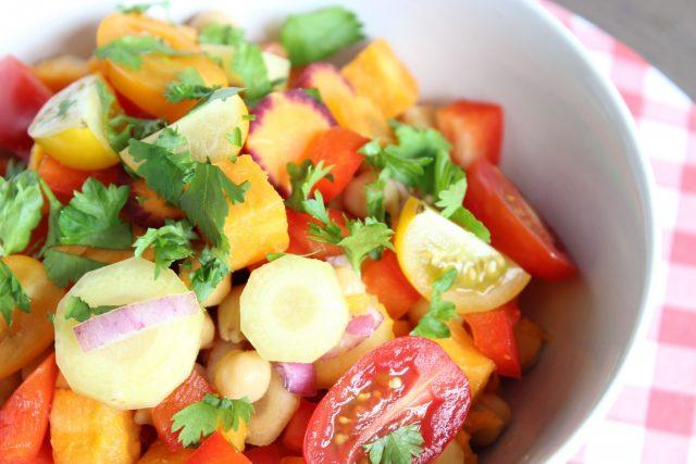 zonneschijn salade met zoete aardappel en snoeptomaten