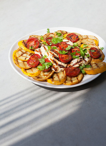 Halloumi, courgette en tomaat op de grill