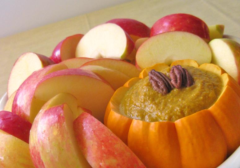 Appelschijven met pompoentaart dipsaus