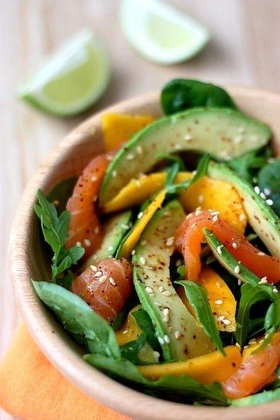 Avocado met gerookte zalm & mango