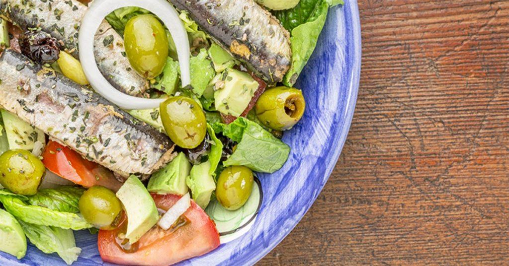 Griekse salade met sardine