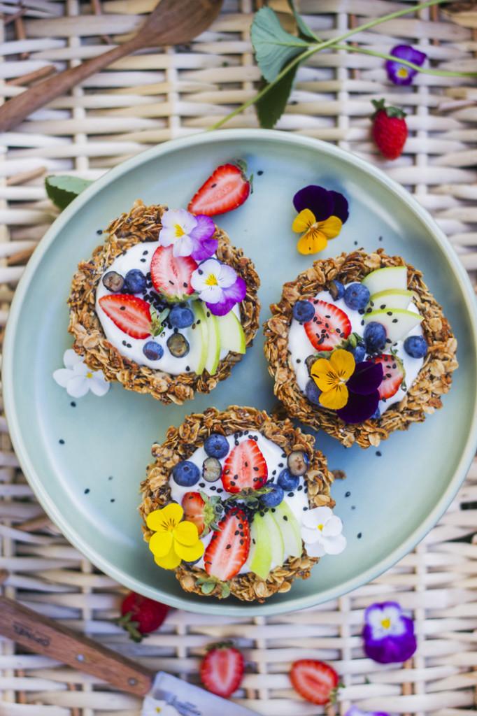 Havermout taartjes met kokos yoghurt en fruit