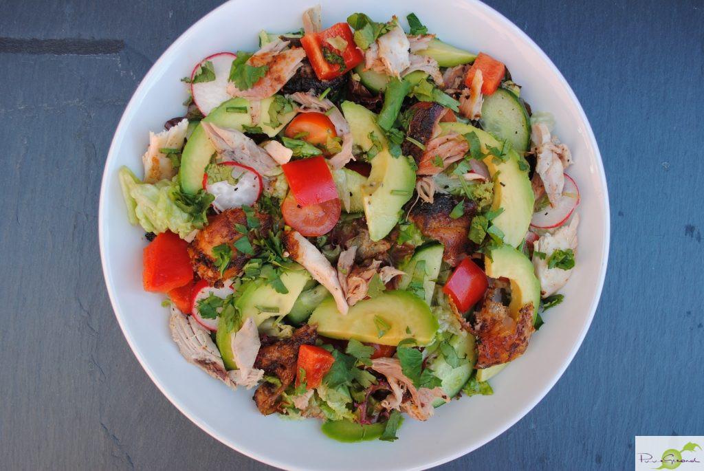 Jamaciaanse kip met avocado salade