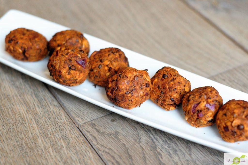 Rode linzenballetjes met citroenmellisse-saus