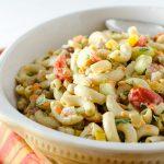 Veggie pastasalade met avocado - mosterd dressing