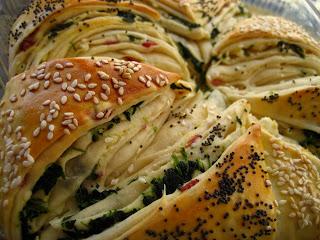 Gevuld brood met feta en spinazie