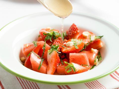 Salade van aardbei, watermeloen en munt
