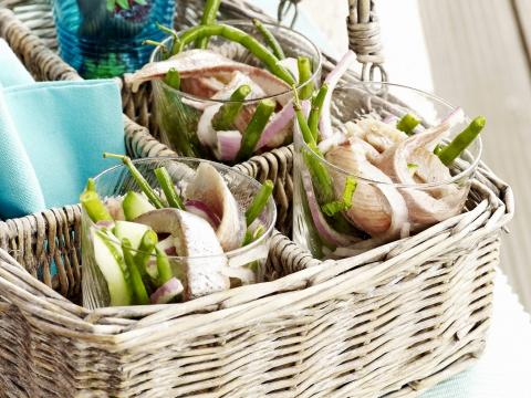 Maatjessalade met boontjes en uiringen