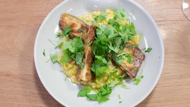 Vegetarische risotto met gele stekelzwam en aubergine
