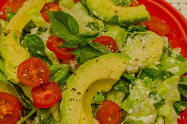 Romeinse sla met avocado & griekse yoghurt