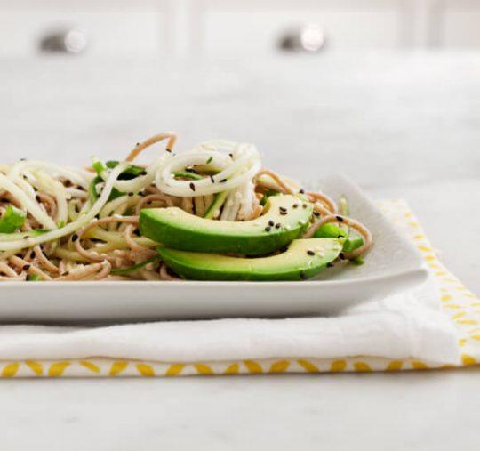 sobanoedel - komkommerspirelli salade