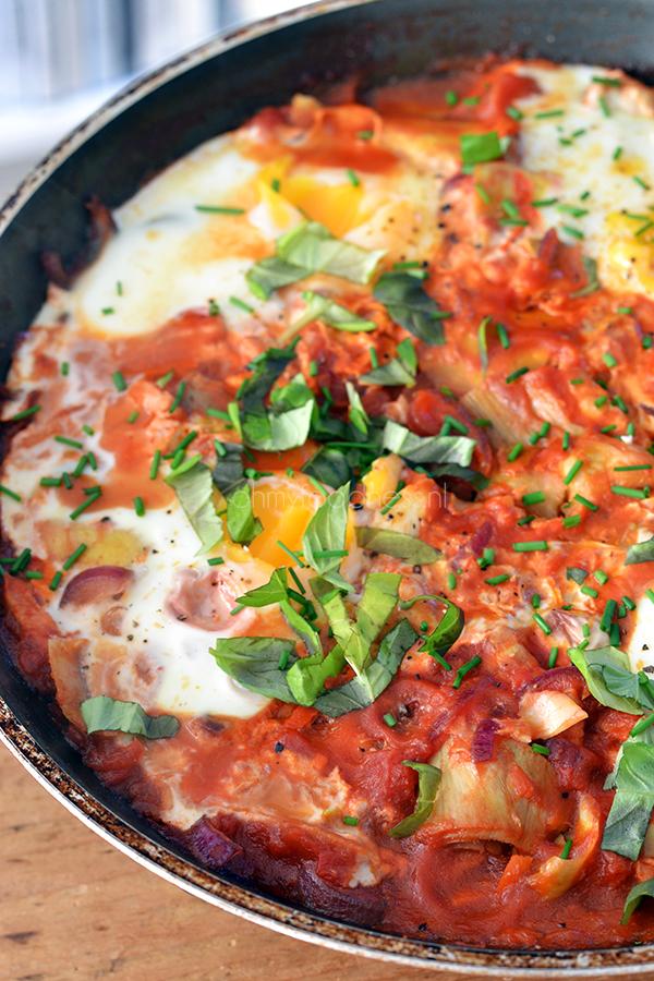 Eieren in tomatensaus met artisjok